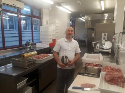 Naš kolega Aleksandar Džunić – najbolji proizvođač pirotske peglane kobasice